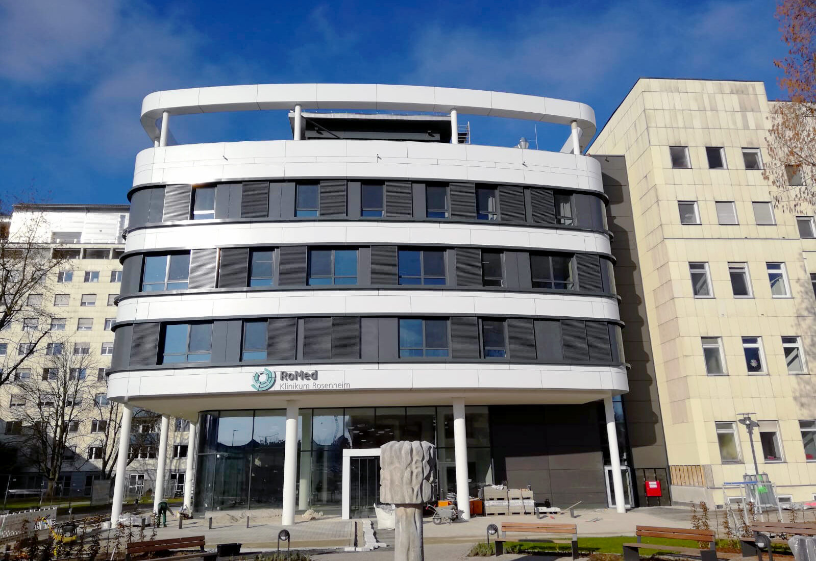 RoMed Klinik - Südseite Neubau und Altbau